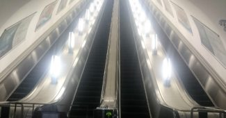 地下鉄アルマトイ駅のエスカレーター
